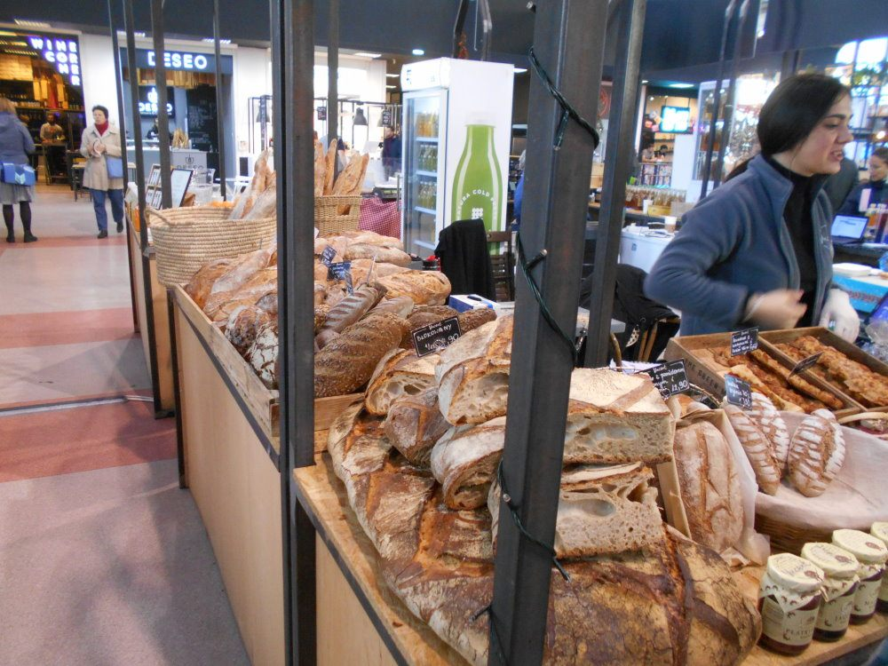 gwardii bread stand