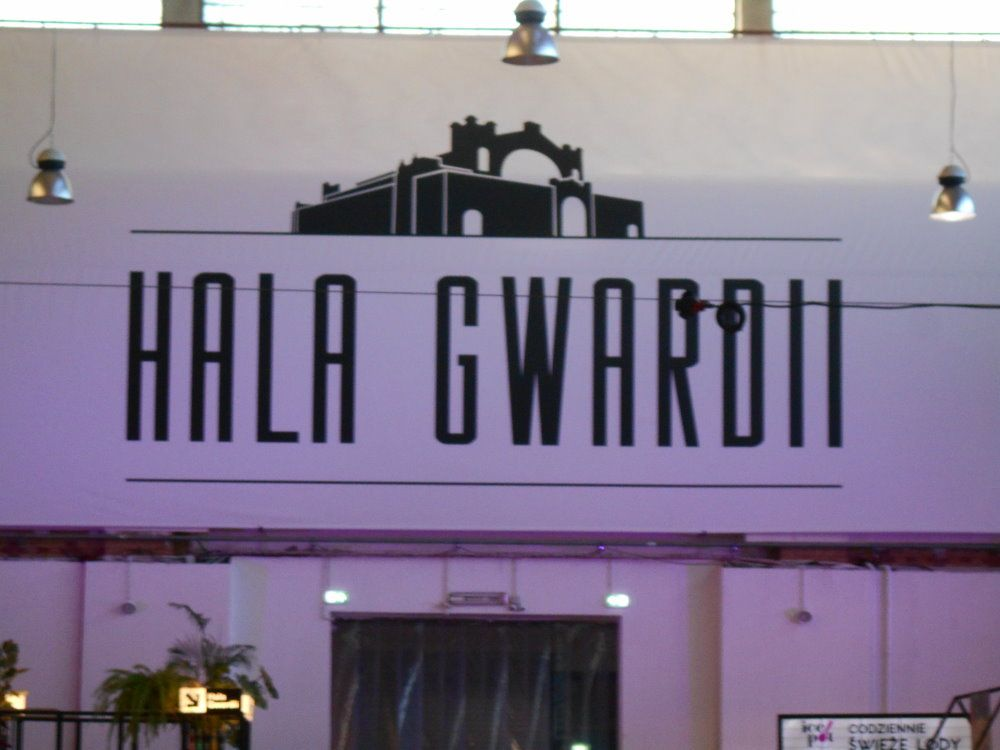 gwardi hall sign
